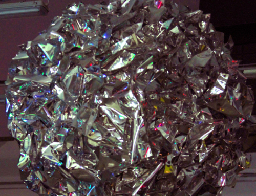 Il meteorite che si fermò a tre metri da terra – Opera di Daniele Sigalot